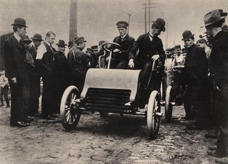 1902год: первый предсерийный Cadillac отправляется впуть.