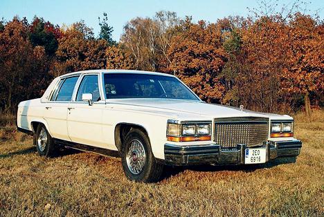 Классический заднеприводный Cadillac, почти в&nbsp;неизменном виде выпускавшийся все <nobr>1980-е</nobr> годы.