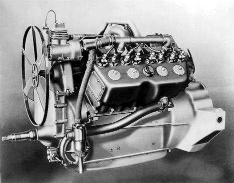 Этот двигатель 1915года для Cadillac был первым массово выпускавшимся автомобильным моторомV8.