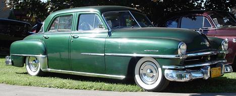 Chrysler Windsor— довольно дорогой, ноочень комфортный потем временам седан.