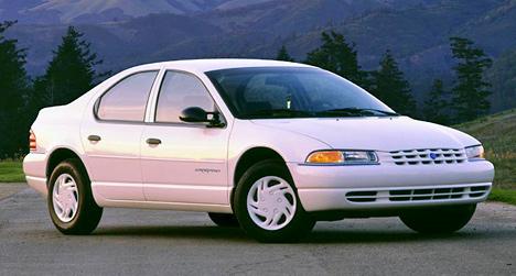 Chrysler Cirrus— недорогой седан среднего класса— частенько встречается наулицах российских городов.