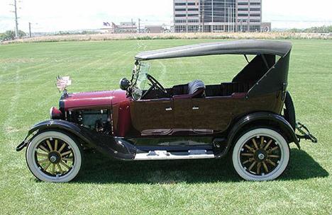 Цельнометаллические кузова от фирмы Budd принесли ранним моделям Dodge популярность у покупателей.