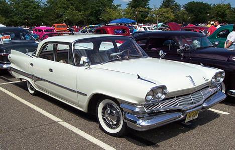 Dodge Dart 1960года— первая «промежуточная» модель Dodge, она всё ещё встилистике Forward Look.