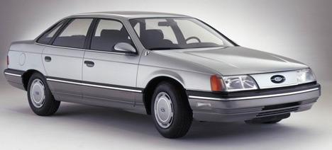 Комфортный иэкономичный Ford Taurus был признан «автомобилем года» вСША истал бестселлером.