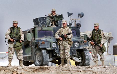 Изначально Hummer создавался как чисто военный внедорожник. Наполях сражений он,собственно, изаработал свою славу.