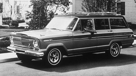 Jeep Super Wagoneer- новый шаг вистории компании, этот автомобиль собрал немало лестных отзывов, кочуя помеждународным автосалонам в1965году.