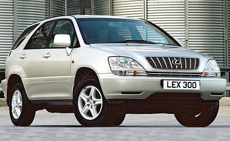 Позадумке создателей, RX300должен совмещать комфорт седана бизнес-класса ипрактичность внедорожника.