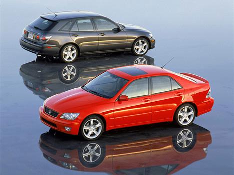 Серия ISвыпускалась сдвух (IS200) итрёхлитровыми двигателями (IS300), вкузове седан иуниверсал.