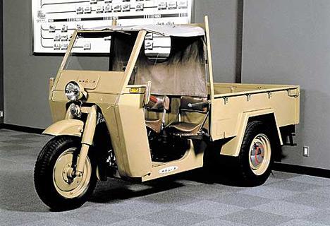 После войны Mitsubishi первое время выпускала дешёвые кабиненроллеры, такие, как Mizushima.